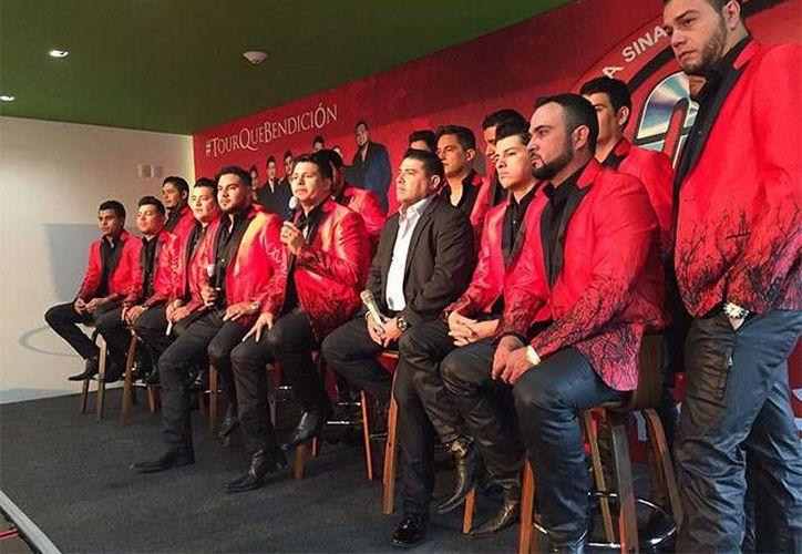 Los integrantes de la banda realizaron una conferencia de prensa en la que dieron más detalles sobre los hechos. (Foto tomada de Excélsior)