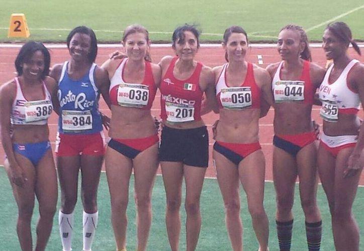 Rebeca del Río Trejo (centro) representó con orgullo a Yucatán en el torneo de Norceca en Costa Rica. (Milenio Novedades)