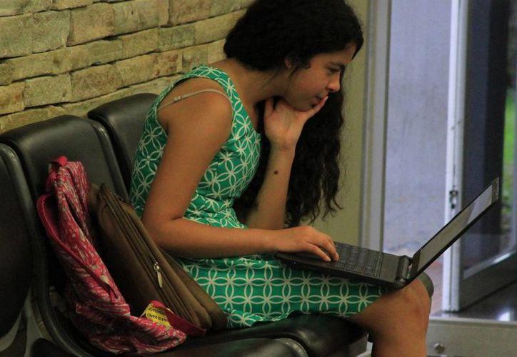 El DIF en Quintana Roo capacita a estudiantes de educación básica en el uso de redes sociales. (Ángel  Castilla/SIPSE)
