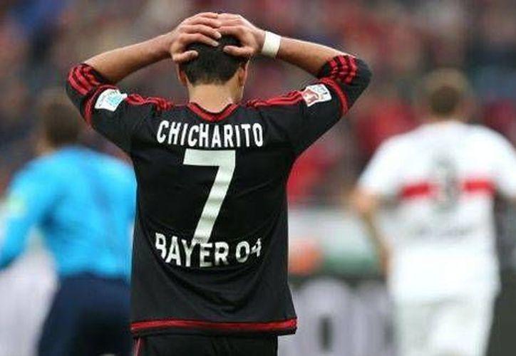 Javier Hernández se perderá el partido de este sábado debido a la lesión sufrida en el partido contra el Bremen. El futbolista mexicano consiguió el único tanto del Leverkusen.(Tomada de Twitter de @bayer04fussball)