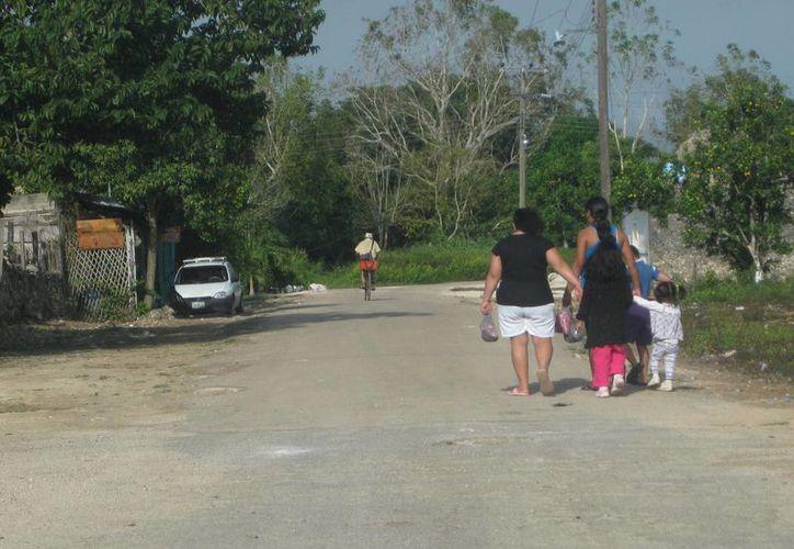 Los pobladores deben pagar hasta 900 pesos para que los lleven al Hospital Comunitario de Bacalar. (Foto: Javier Ortiz/SIPSE)