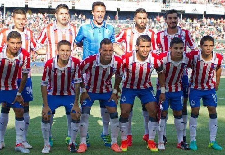 En el mes de septiembre, la directiva de Chivas puso a la venta un total de Mil 906 playeras conmemorativas, las cuales se agotaron rápidamente.(Foto tomada de Facebook/Chivas)