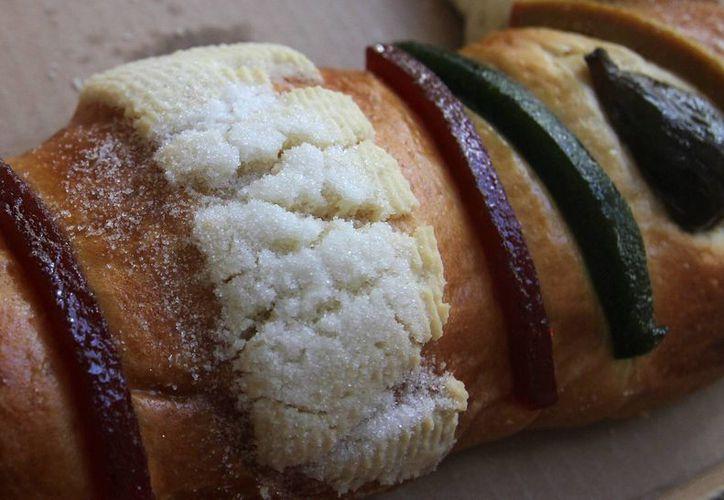 La tradición la rosca de Reyes, o 'roscón', como le llaman en España, está muy arraigada también en México. (Notimex)