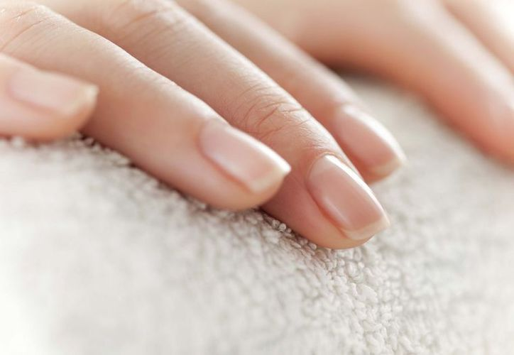 Para lucir uñas bonitas sólo necesitas ajo molido y un esmalte transparente. (Contexto/Internet).