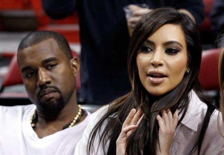 La boda de Kim Kardashian y Kanye West fue confirmada por el representante de Kardashian, que destacó la cobertura de E! Online. (AP)