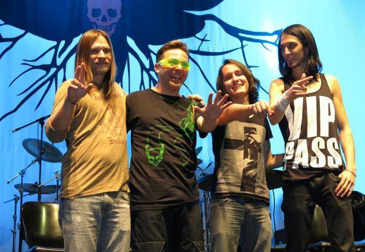 La banda mexicana de rock La Esfinge, durante una conferencia de prensa en la Ciudad de México. (Agencias)