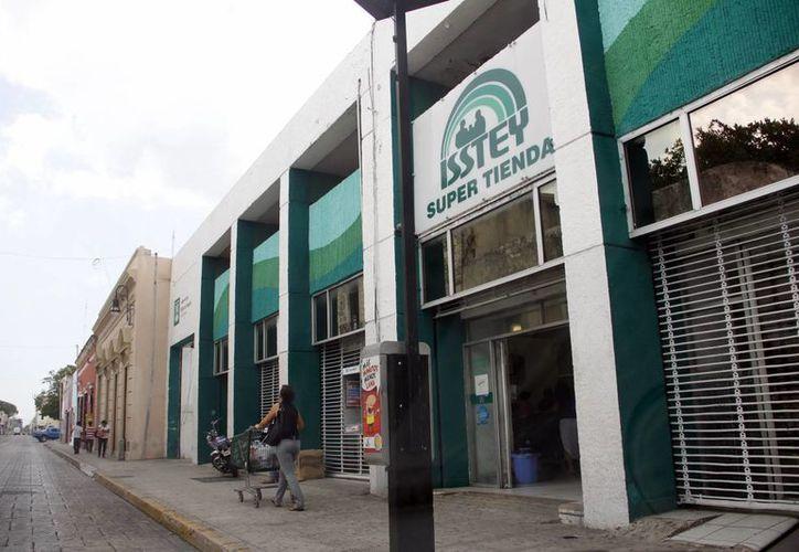 Las tiendas del Isstey serán desde septiembre sólo para burócratas. (Milenio Novedades)