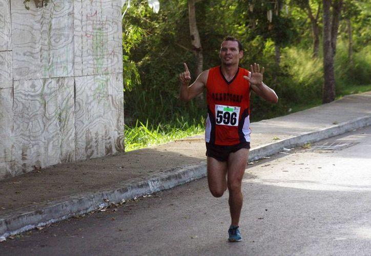 Enrique Cerón Viana, consagrado en carreras, ganó en la Carrera del Abogado, que tuvo una asistencia récord. (Milenio Novedades)