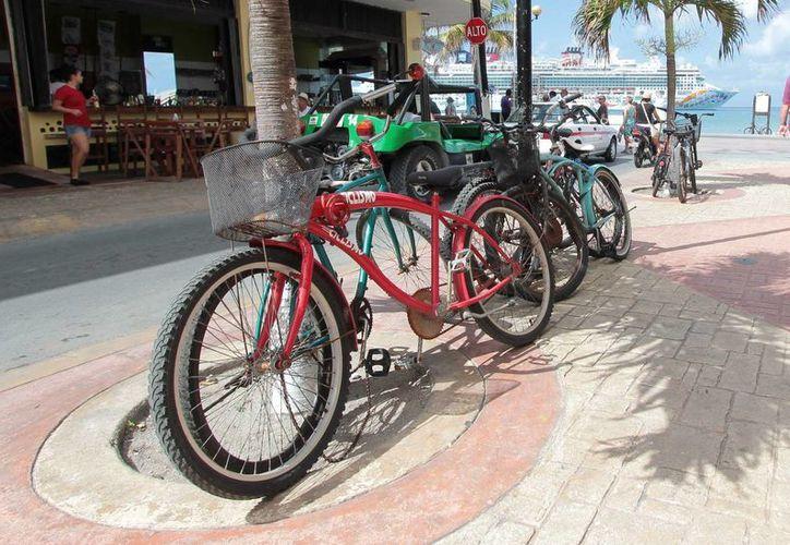 Con el uso de la bicicleta buscan evitar que en los próximos años la ciudad se sature de vehículos automotores. (Gustavo Villegas/SIPSE)