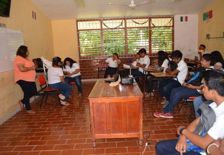 En lo que va del año se han visitado alrededor de 16 escuelas entre primarias, secundarias, media superior y superior. (Jesús Caamal/SIPSE)