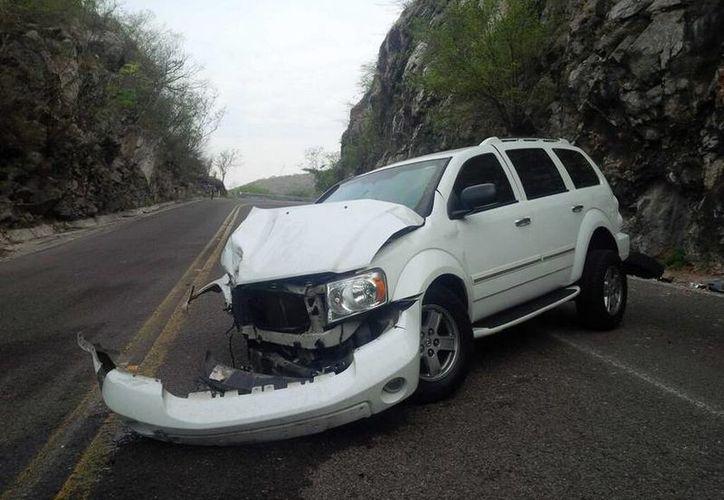 El vehículo donde viajaba Navarrete Ruiz derrapó rumbo a Teloloapan, Guerrero. (Twitter.com/@teremojica)