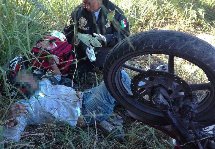 Un motociclista terminó lesionado fuera del anillo periférico, luego del accidente. (Milenio Novedades)