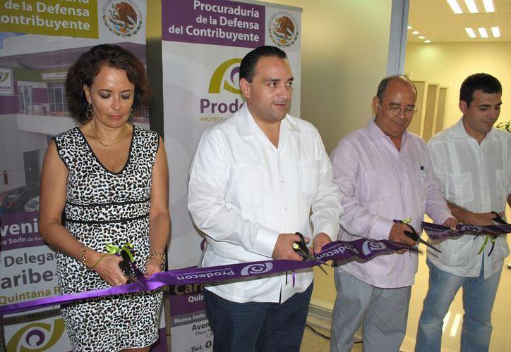 El gobernador Roberto Borge Angulo y autoridades durante la inauguración de Prodecon. (Redacción/SIPSE)
