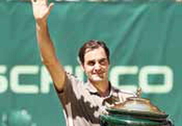 Federer llega así a 102 campeonatos de manera profesional y solamente está a siete de empatar el récord de todos los tiempos que posee el estadounidense Jimmy Connors, con 109. (Redacción/SIPSE)