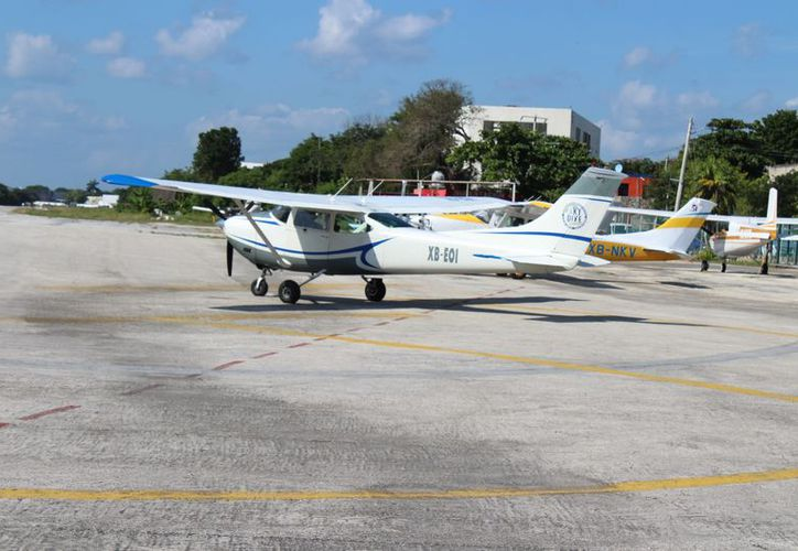 El comandante del aeródromo de Playa del Carmen no reveló información sobre la revisión de la aeronave.  (Adrián Barreto/SIPSE)