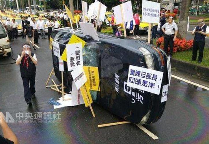 En julio de 2016 se registraron enfrentamientos entre taxistas y choferes de Uber, en Taipei, Taiwán. (www.focustaiwan.tw)