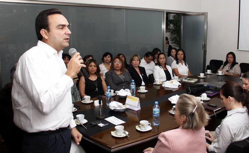 Nerio Torres dijo que los créditos son para negocios en operación. (Juan Albornoz/SIPSE