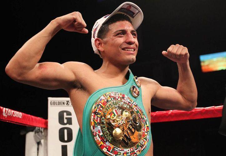 El púgil mexicano Abner Mares (foto) y su compatriota Arturo Santos sostendrán combates en peso pluma este sábado en Las Vegas. (campeonesenelring.com)