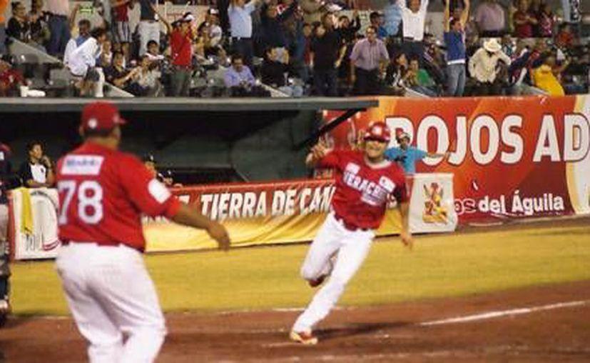 Un sencillo productor de Carlos Rivera, definió el duelo 3-2 a favor de los jarochos. (Redacción/SIPSE)