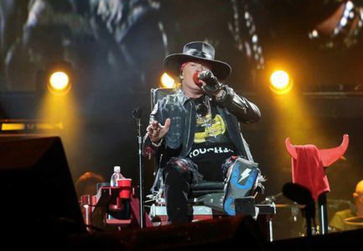 Junto a Angus Young, Axl Rose se convirtió en el nuevo vocalista de AC/DC. (AP)
