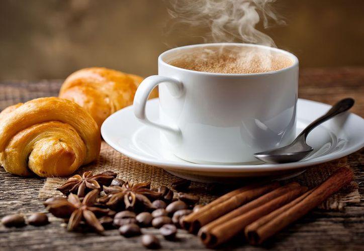 Beber un café muy cargado o varias tazas al día provoca que el cuerpo produzca más adrenalina. (Contexto/Internet)