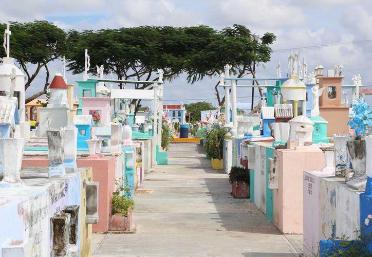 Los cementerios de Mérida se preparan para el Día de Muertos. (SIPSE)