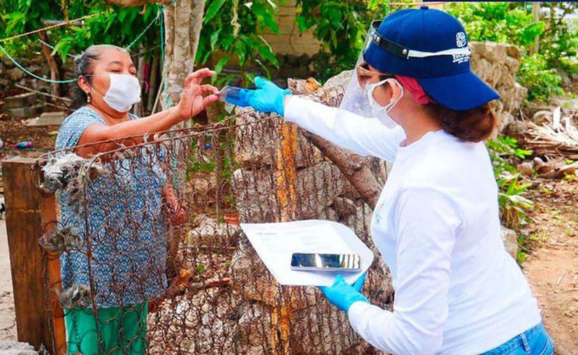 Los apoyos son entregados con todas las medidas de prevención. (Novedades Yucatán)