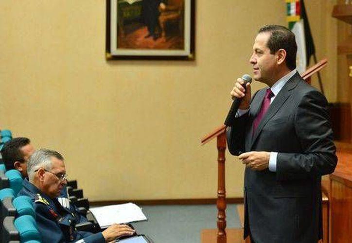 El gobernador del Estado de México, Eruviel Ávila, percibía un sueldo mensual neto de 125 mil 158 pesos. (Cortesía)