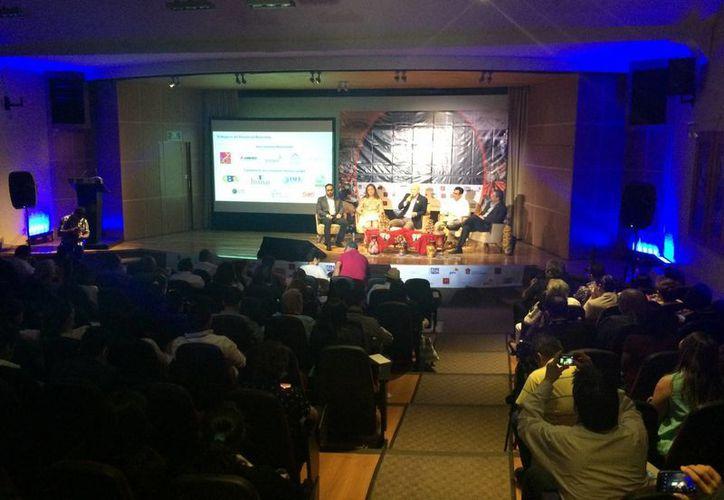 El estudio realizado por American Express fue presentado en el marco del foro de turismo. (Stephani Blanco/SIPSE)