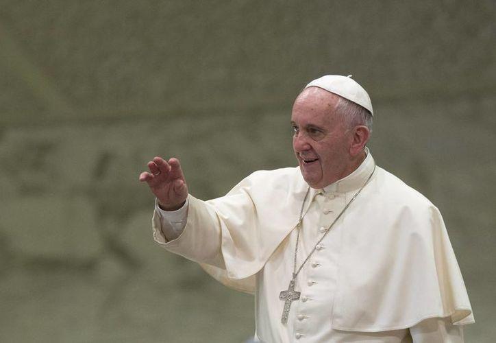 """La cerveza en honor al Papa se llamará YOPO, siglas en inglés de """"Solo se es Papa Una Vez"""". En la imagen, el Pontífice durante su audiencia del miércoles 12 de agosto en el aula Paulo VI del Vaticano. (AP)"""