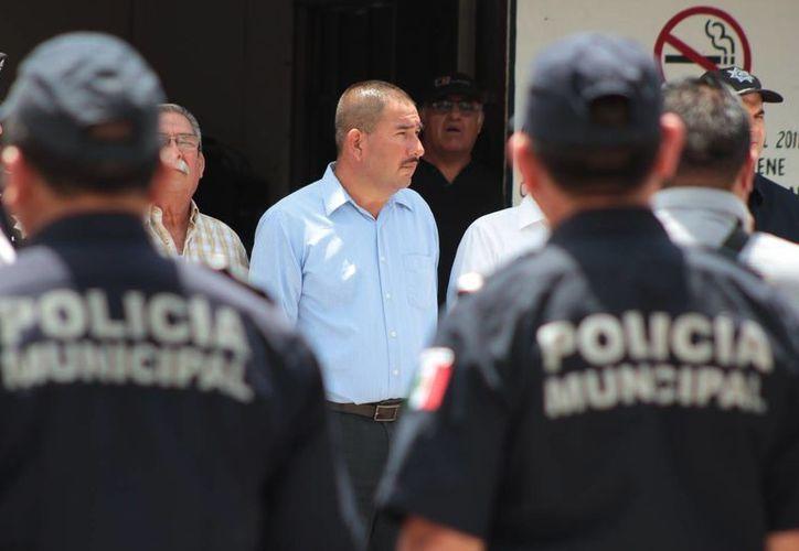 Durante una sesión extraordinaria de Cabildo se nombró a Gumersindo Jiménez como nuevo director de S.P. de Cozumel. (Gustavo Villegas/SIPSE)