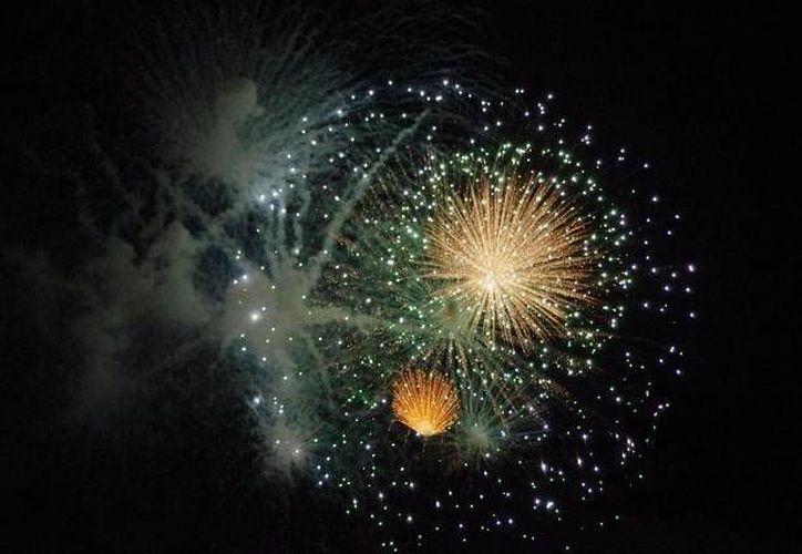 Los artesanos de Tultepec se distinguen más por la pirotecnia 'familiar', a diferencia de los de Sumpango que elaboran los fuegos artificiales para fiestas y celebraciones. (Archivo)