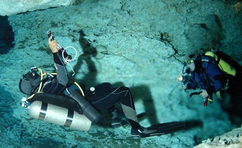 La práctica del espeleobuceo atrae a un buen número de turistas. (Milenio Novedades)