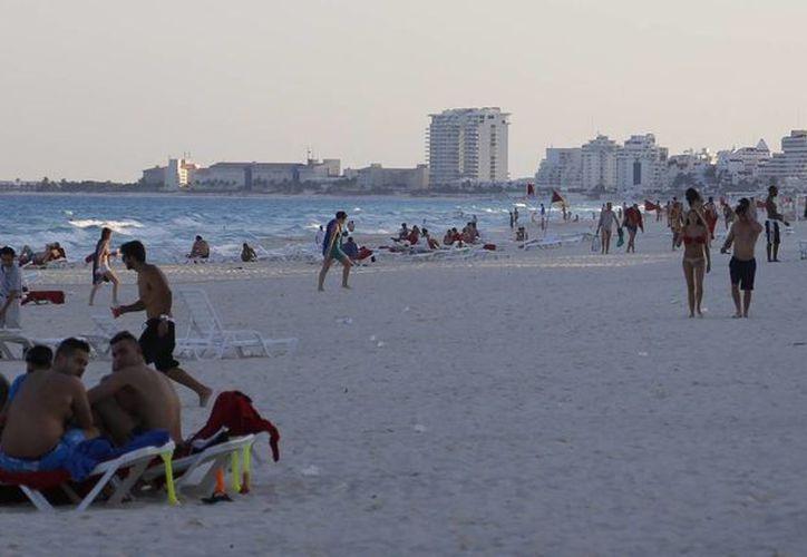 La promoción beneficia con el arribo de más turistas a Cancún. (Israel Leal/SIPSE)