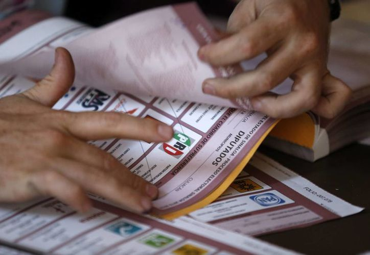 Según el PREP de los institutos electorales estatales, el PAN aventaja en sietes estados y el PRI en cinco. Archivo. (Notimex)