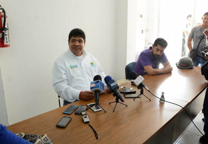 Rafael Quintanar González, director general del IEEA, durante una conferencia de prensa. (Karim Moisés/SIPSE)