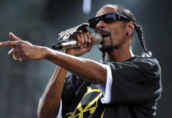 Snoop Dogg compartió el momento en el que disfruta de la canción 'Tengo que colgar', uno de los grandes éxitos de la Banda MS.  (Foto tomada de sitio Vanguardia)