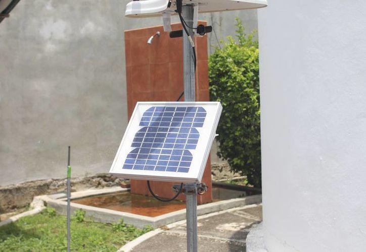 El uso de paneles solares orilla a una inversión inicial considerable. (Harold Alcocer/SIPSE)