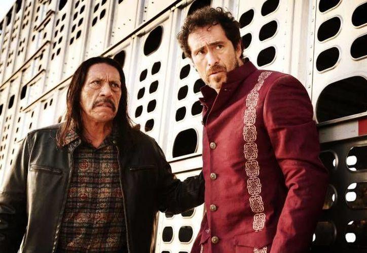 Danny Trejo (i) y Demian Bichir durante una escena de la cinta. (moviehaku.com/Archivo)
