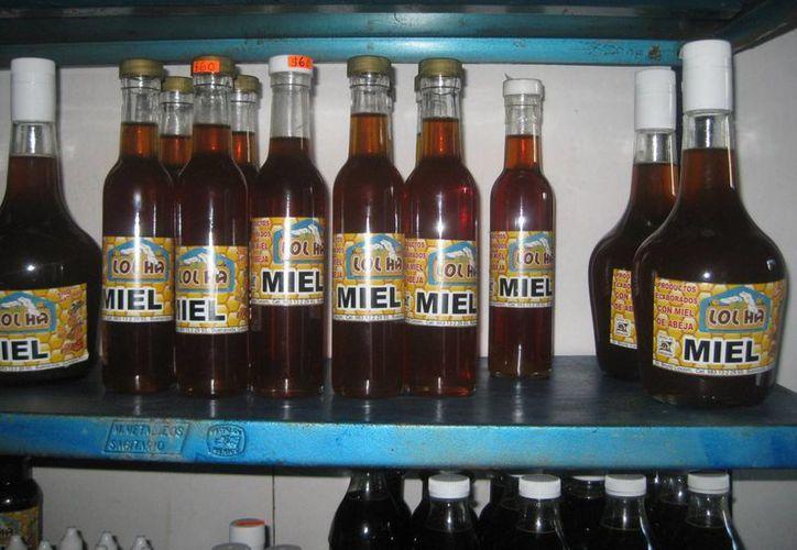 La empresa familiar 'Lol-Há' elabora productos derivados de la miel. (Javier Ortiz/SIPSE)