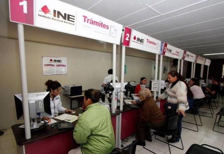 Para la renovación de la credencial debes acudir a algún modulo del INE. (Foto: Novedades Yucatán)