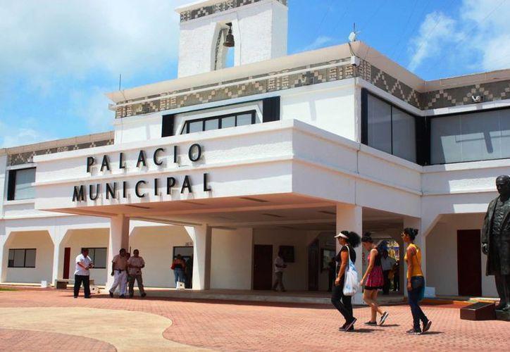 La contraloría de Solidaridad advierte sanciones contra empleados del Ayuntamiento que cometan delitos electorales. (Daniel Pacheco/SIPSE)