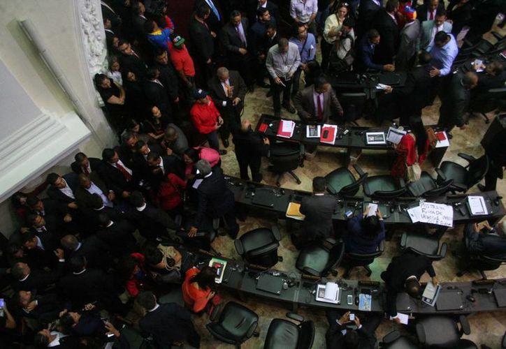 Imagen de archivo del Parlamento de Venezuela, donde se aprobó el proyecto de Ley de Amnistía y Reconciliación, que deberá recibir una aprobación en segunda discusión. (Notimex)