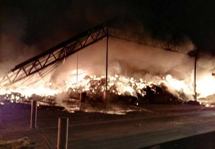 Al lugar arribaron elementos de bomberos de los municipios de Tepeji del Río.  (Foto: Contexto/Internet)