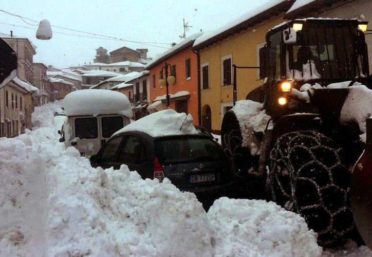 Italia fue sacudida este miércoles por varios sismos superiores a magnitud 5. (Claudio Lattanzio/ANSA via AP)