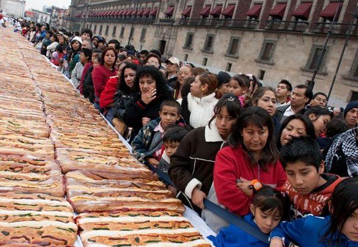 Más de 300 mil ciudadanos podrán disfrutar un trozo de rosca. (diarioimagen.net)