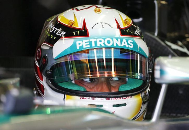 Hamilton solo completó 14 vueltas en comparación con las 35 de Rosberg. (Foto: AP)