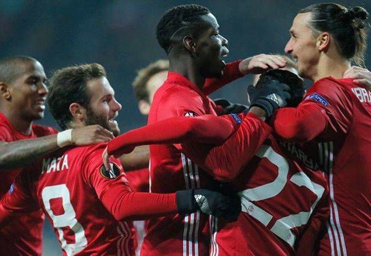 Con goles de Mkhitaryan y Zlatan los Red Devils se impusieron por 2-0 al Zorya y avanzaron a 16avos de Europa League. (AP)