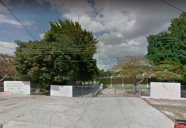 """En la escuela secundaria federa número 3 """"Ermilo Abreu Gómez"""" prácticamente ya no hay clases, a pesar de que aún restan tres días para concluir el ciclo escolar. (Google Stree View)"""