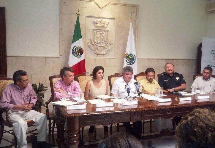 Autoridades locales en la presentación del análisis técnico sobre el derrotero del Carnaval de Mérida. (Milenio Novedades)